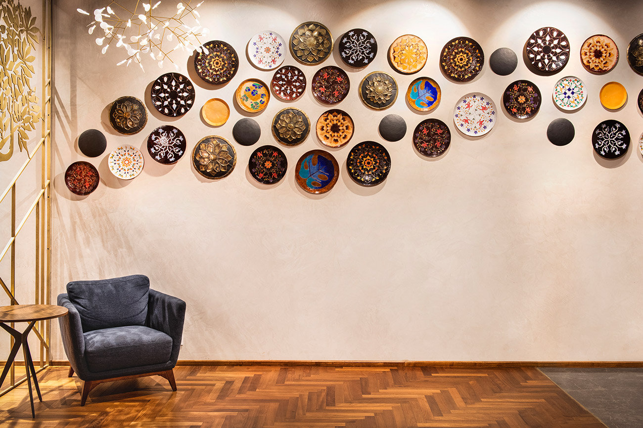 Created with individually designed copper enamel and brass dhokra plates, the installation at Starbucks on the ground floor of Bombay House is inspired by the movement of the waves. Each plate is a work of art with highly-specialised copper enameling done in the Minakari style. The motifs used on the plates are Indian and timeless, which makes them seamlessly adapt to a contemporary space, exuding a rich yet playful sense of style.